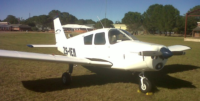 piper cherokee plane