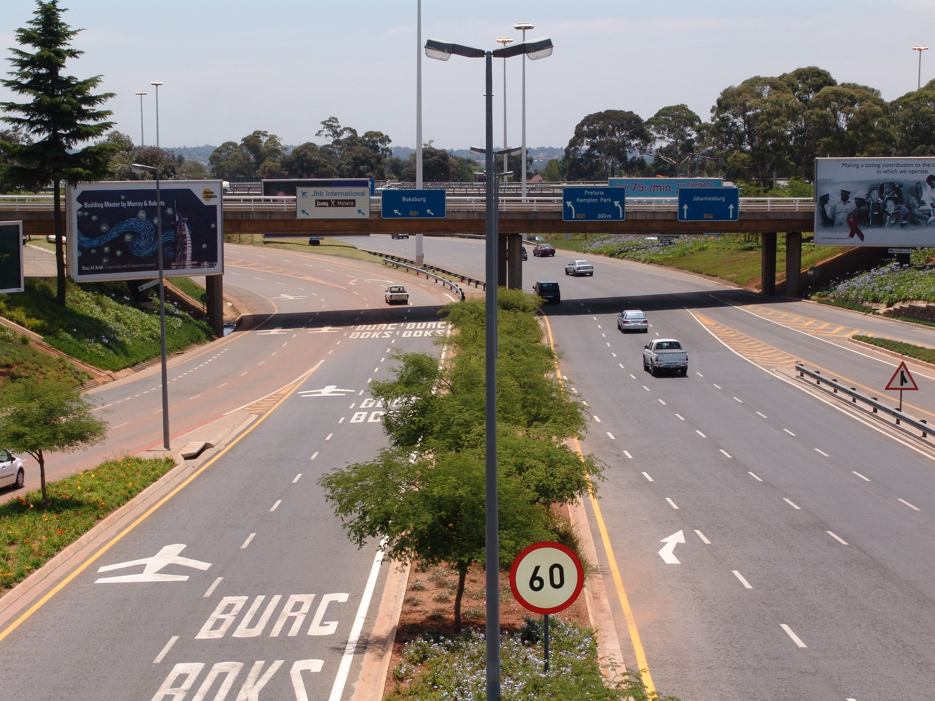 http://www.southafrica.to/transport/Airports/O-R-Tambo-International/roads-leaving-Johannesburg-airport-LARGE.JPG