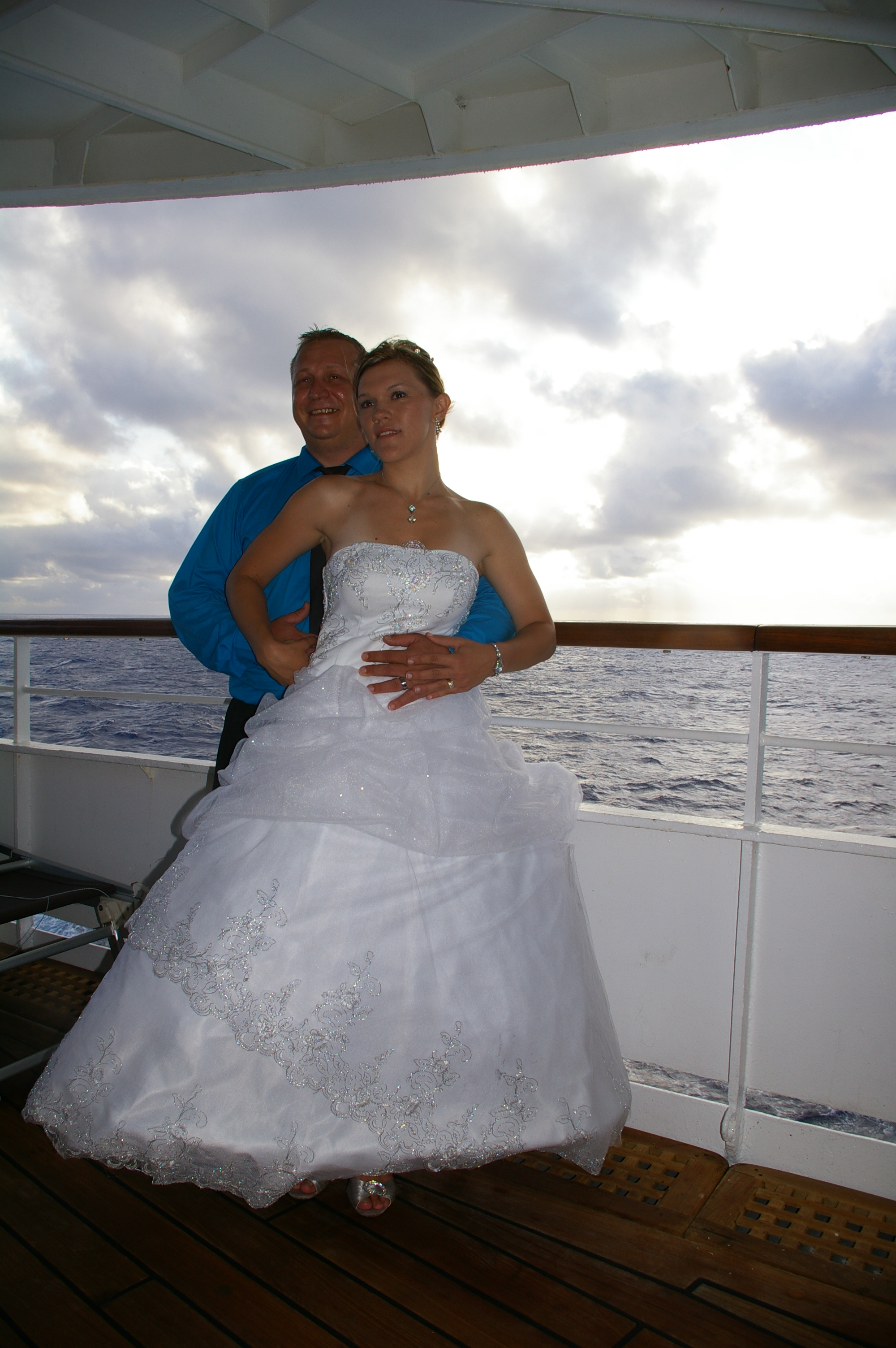 Romantic cruise weddings for Wedding dresses for cruise ship