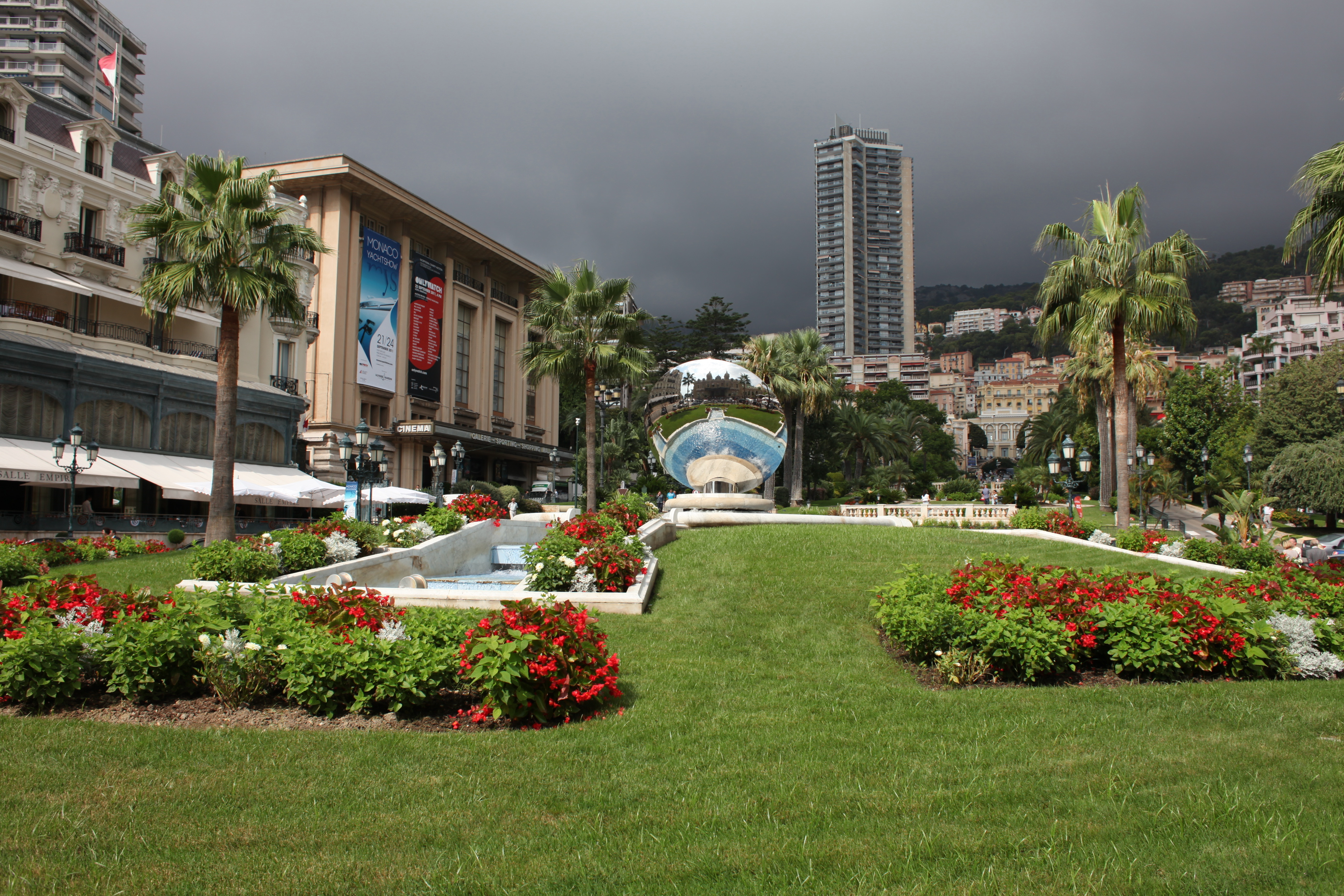 http://www.southafrica.to/transport/cruises/Monaco/images/201109/Casino-Square-LARGE.JPG