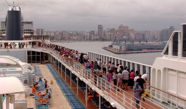 MSC Sinfonia leaves Durban City
