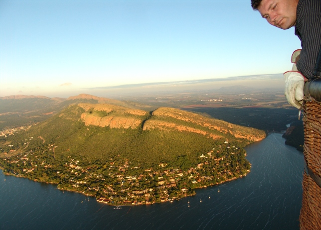 hot air ballooning over the Hartbeespoort Dam